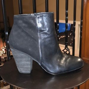 Vince Camuto leather/suede booties - like new